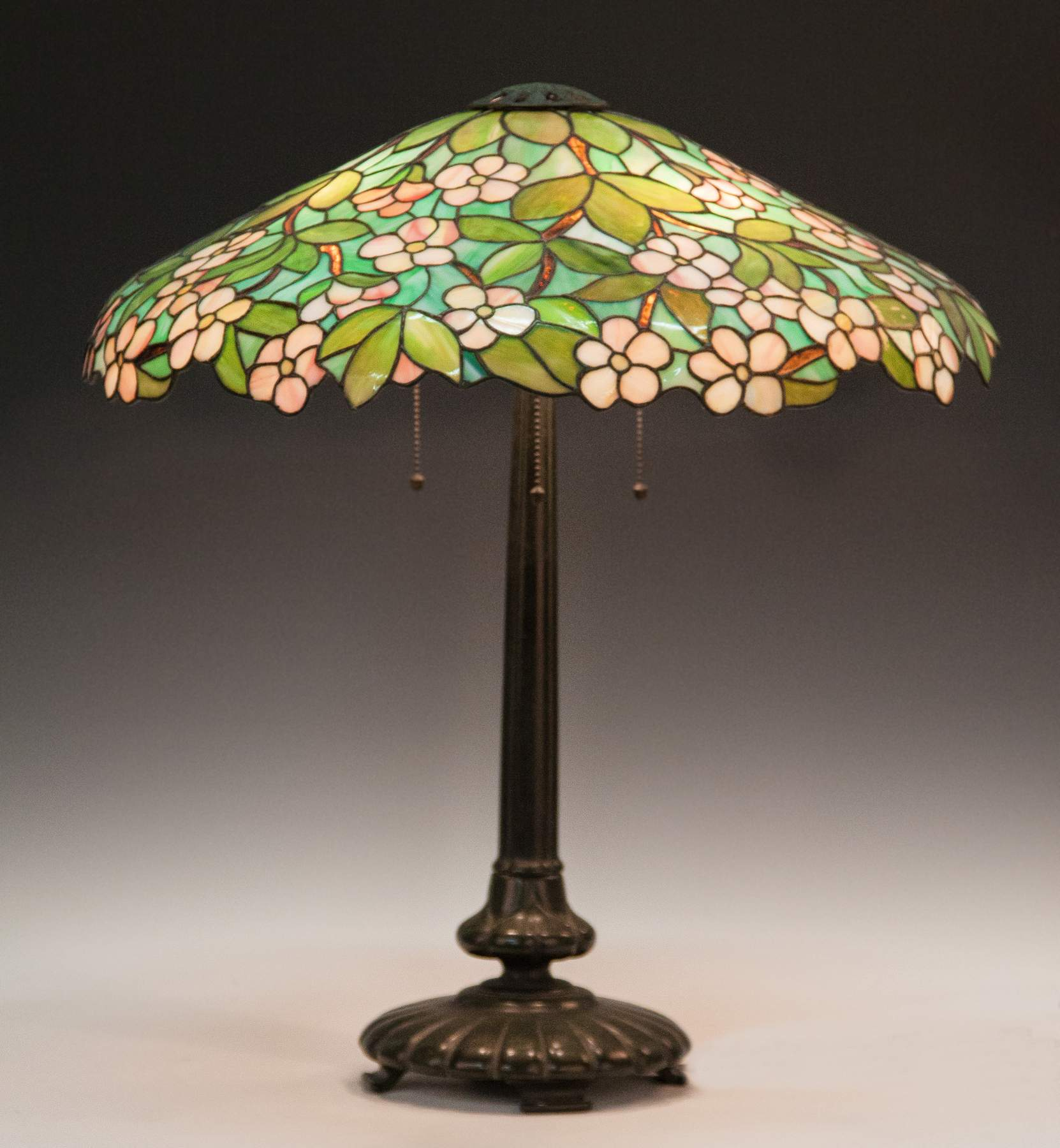 Picture of: Seuss Leaded Glass Lamp Shade With Apple Blossoms Cottone Auctions