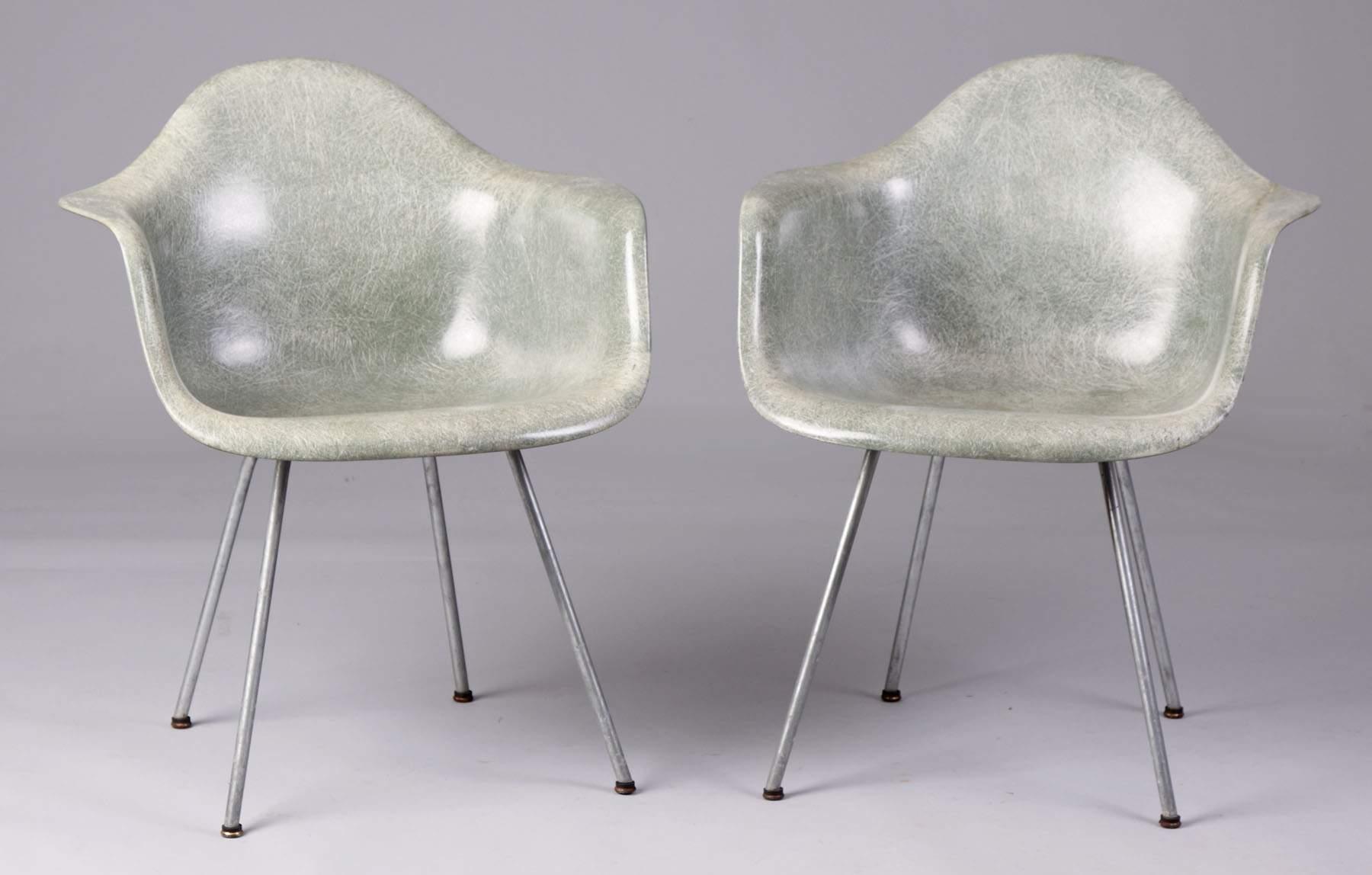 2 fiberglass eames chairs cottone auctions. Black Bedroom Furniture Sets. Home Design Ideas